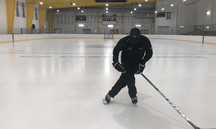 Deep Knee Bend | Tips and Drills to improve your forward crossovers | Hockey Players Club Blog